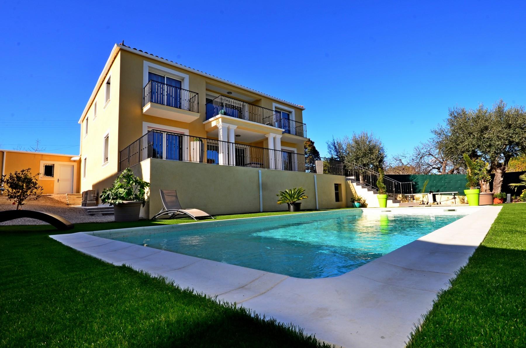 Belle villa avec piscine villeneuve loubet for Piscine villeneuve loubet