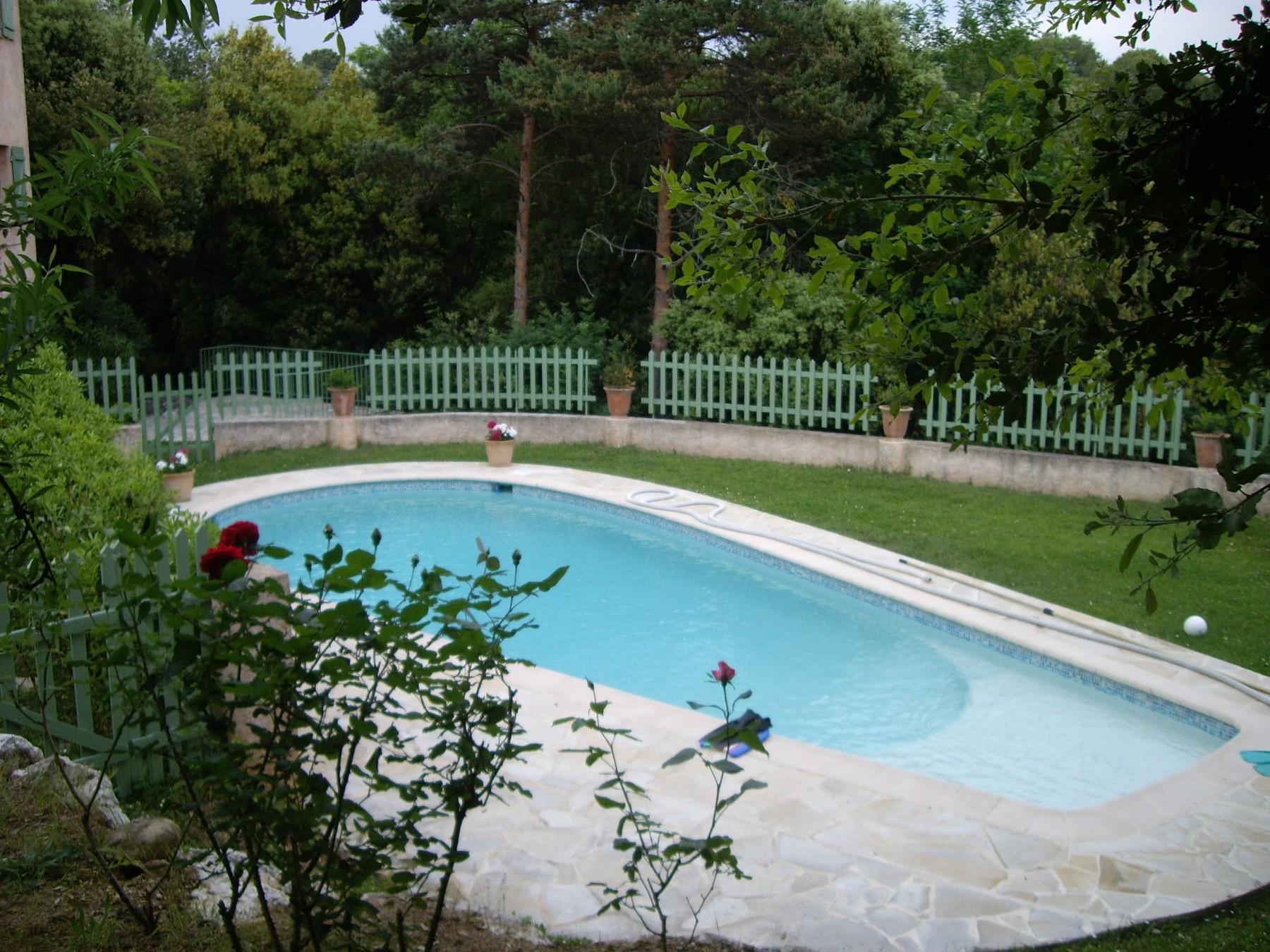 Belle villa avec piscine valbonne for Piscine valbonne